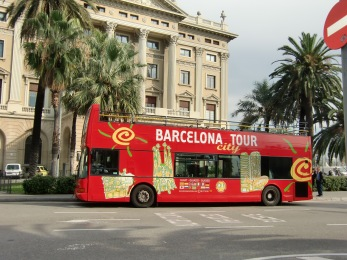 This bus will take you to all the tourist attractions, but i never used it.